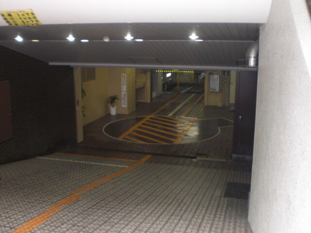 Automatic underground car parking garage in Tokyo -- yet another amazing and impressive Japanese innovations