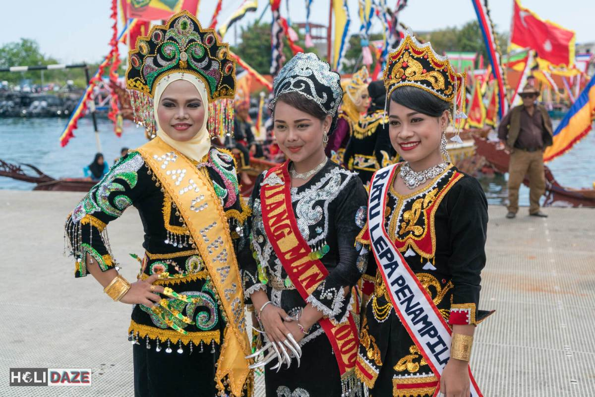Local girls at the Regatta Lepa festival 2017 in Semporna, Sabah
