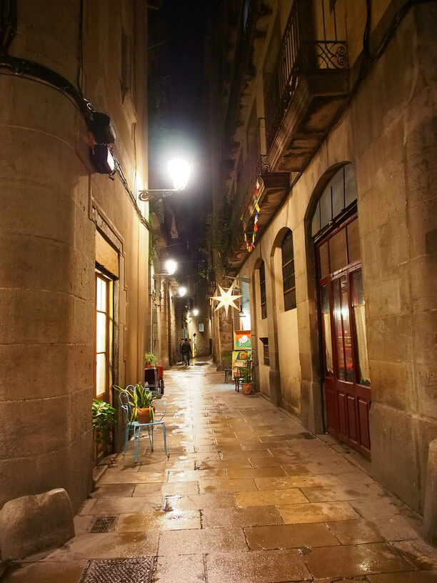 Barri Gotic (The Gothic Quarter) is one of the many Barcelona offbeat activities