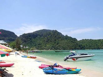 The Phi Phis Islands beach, boats and beauty -- welcome to in Thailand's paradise!