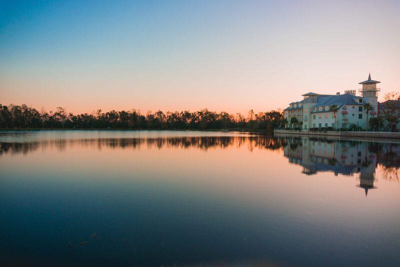 Relaxing lakeside in Orlando, Florida