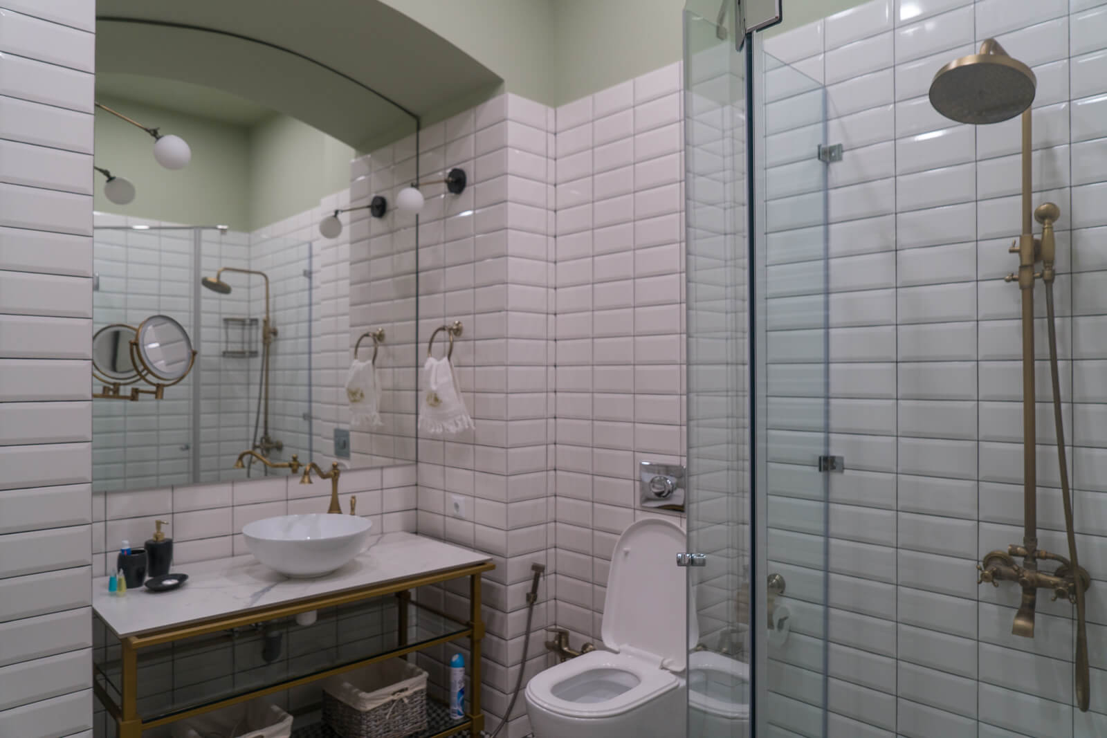 Tbilisi apartment bathroom