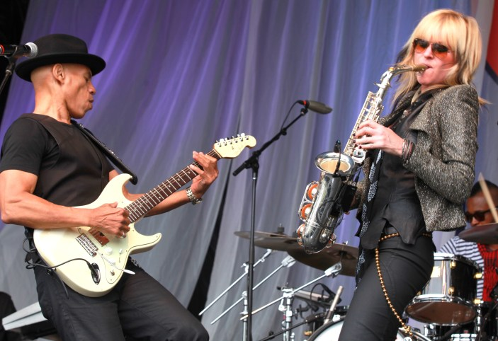 Mindi Abair strutting her stuff with Randy Jacobs doing the same of guitar. (Photo Credit: MIKEY ADAM COHEN AND JACK COHEN OF SMOOTH JAZZ LIVE'S TOP 25 AND ACCESS MEDIA)