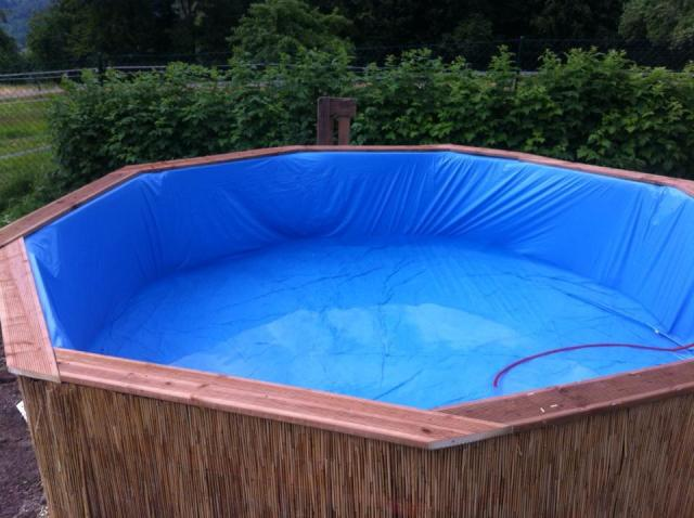 Swimming-Pool-made-out-of-pallets-6