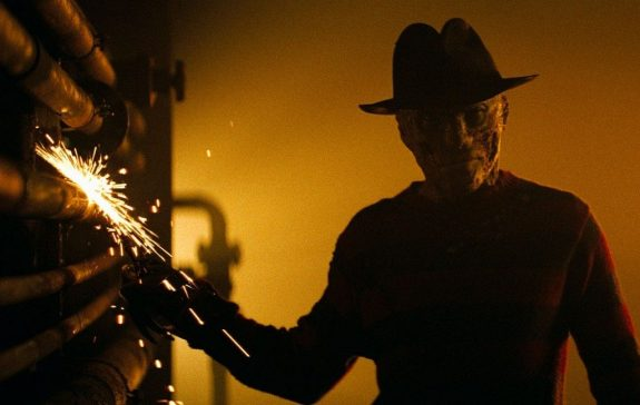 nightmare-on-elm-street-2010-freddy-krueger-jackie-earl-haley-movie-wallpaper-1024x648