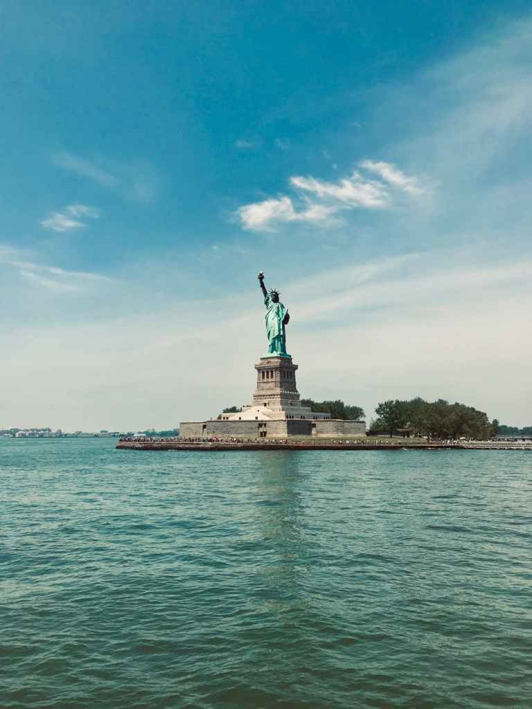 controversial news, statue of liberty