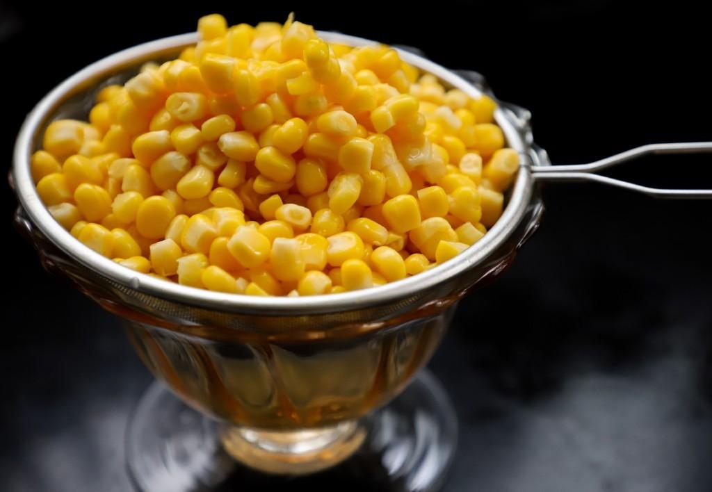 Whole corn kernels