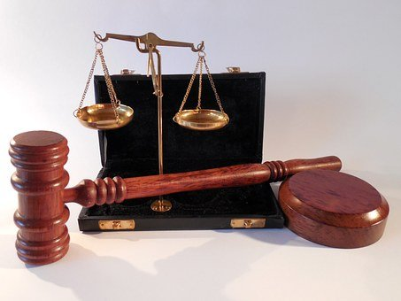 courtroom etiquette, gavel, scales