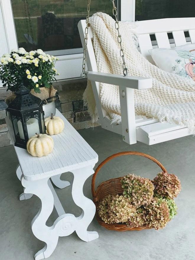 Cozy porch swing decorating idea