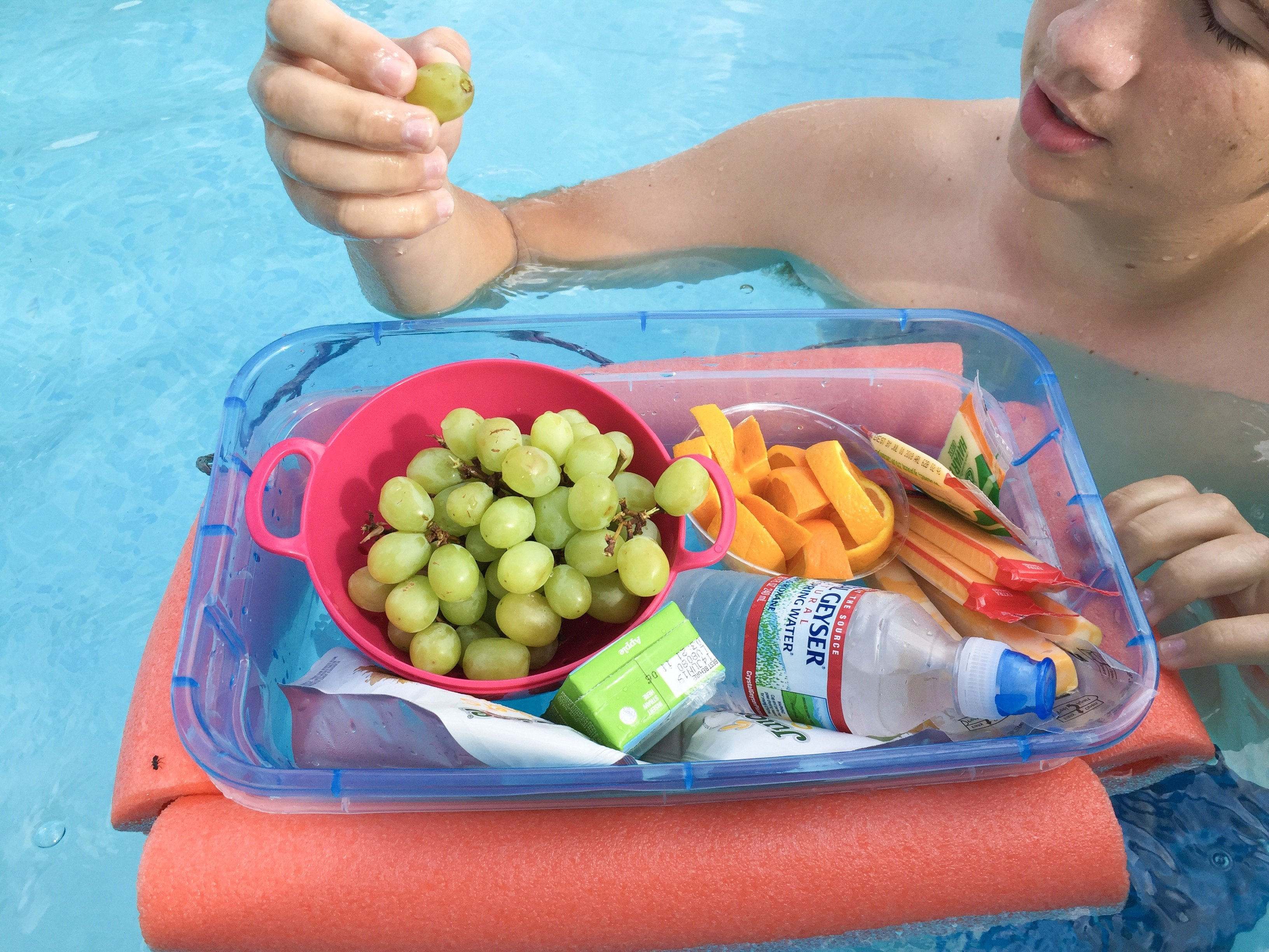 Cheap and Easy Dollar Store Pool Hacks - floating cooler #swimmingpool #poolcare #pooltime #summertime #poolhacks