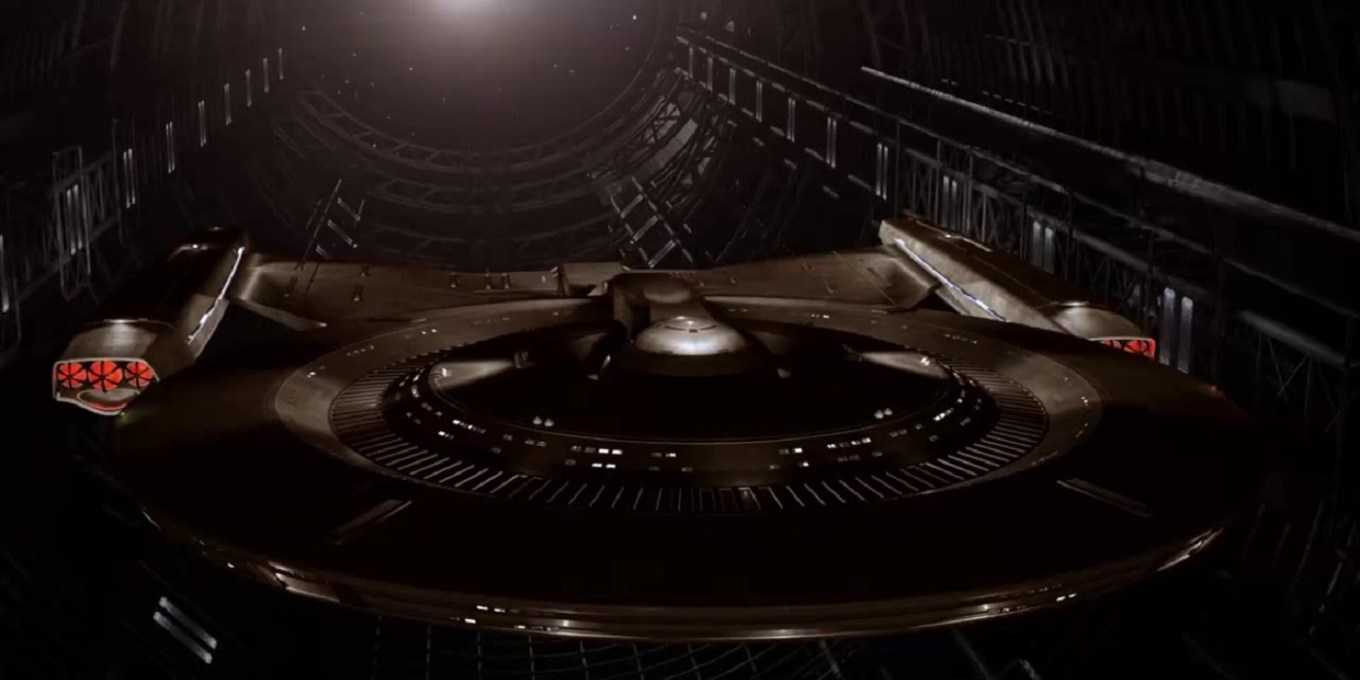 Star-Trek-Discovery-USS-Discovery-NCC-1031-fore
