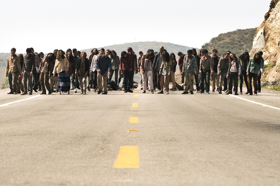 Season Pass | AMC's FEAR THE WALKING DEAD Crosses the Bar