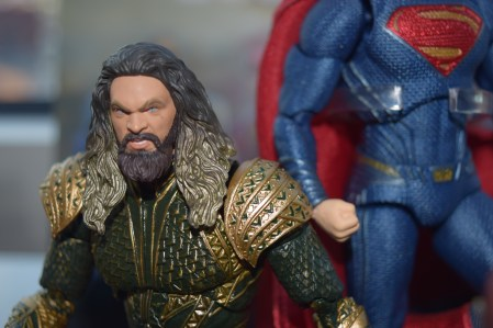 Jason Momoa is the fierce protector of the Seven Seas in this rendition of the hero from Medicom's line of JUSTICE LEAGUE figures.