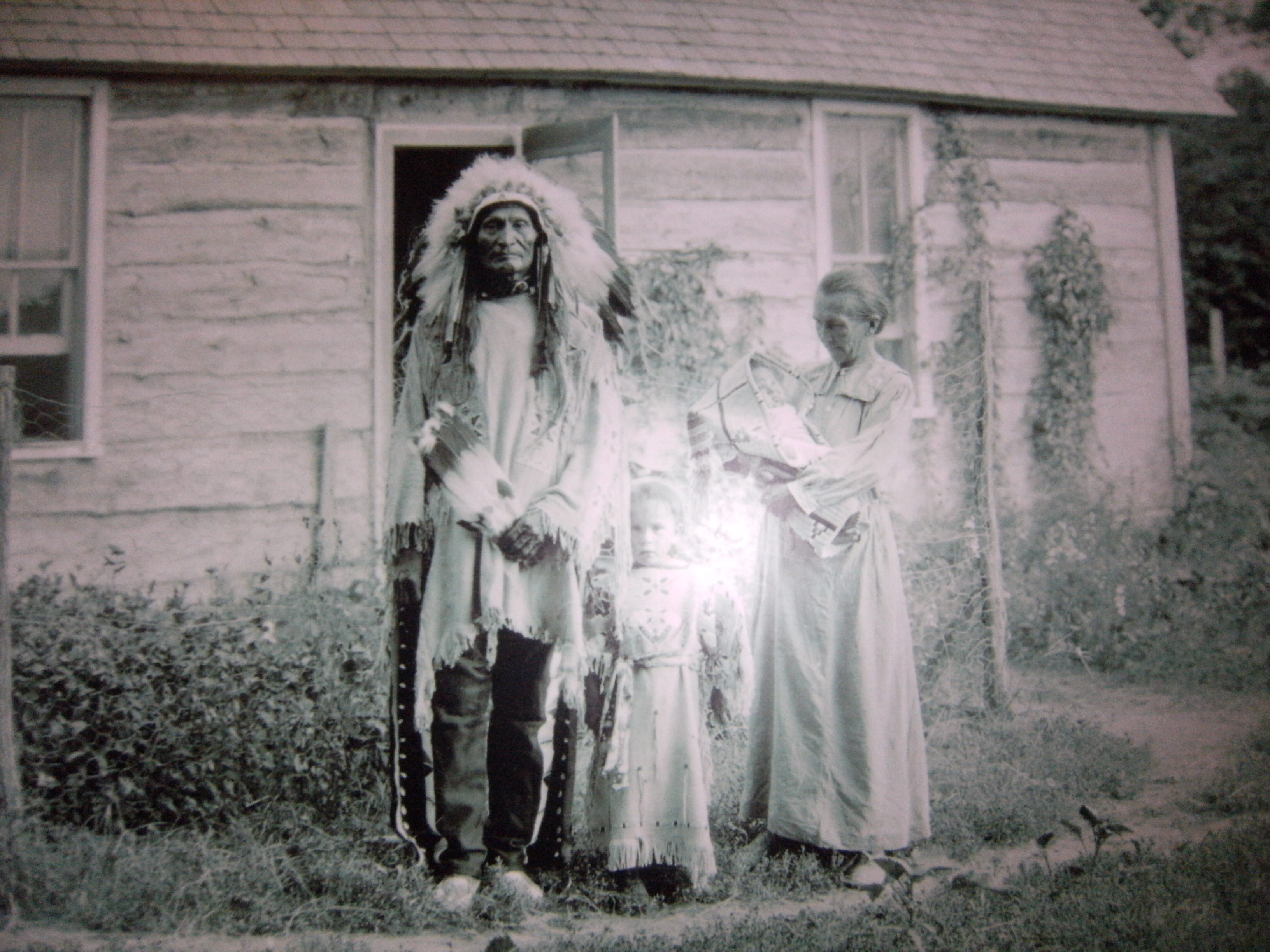 Photo of Chief and family from the Buffalo Bill Historical Center