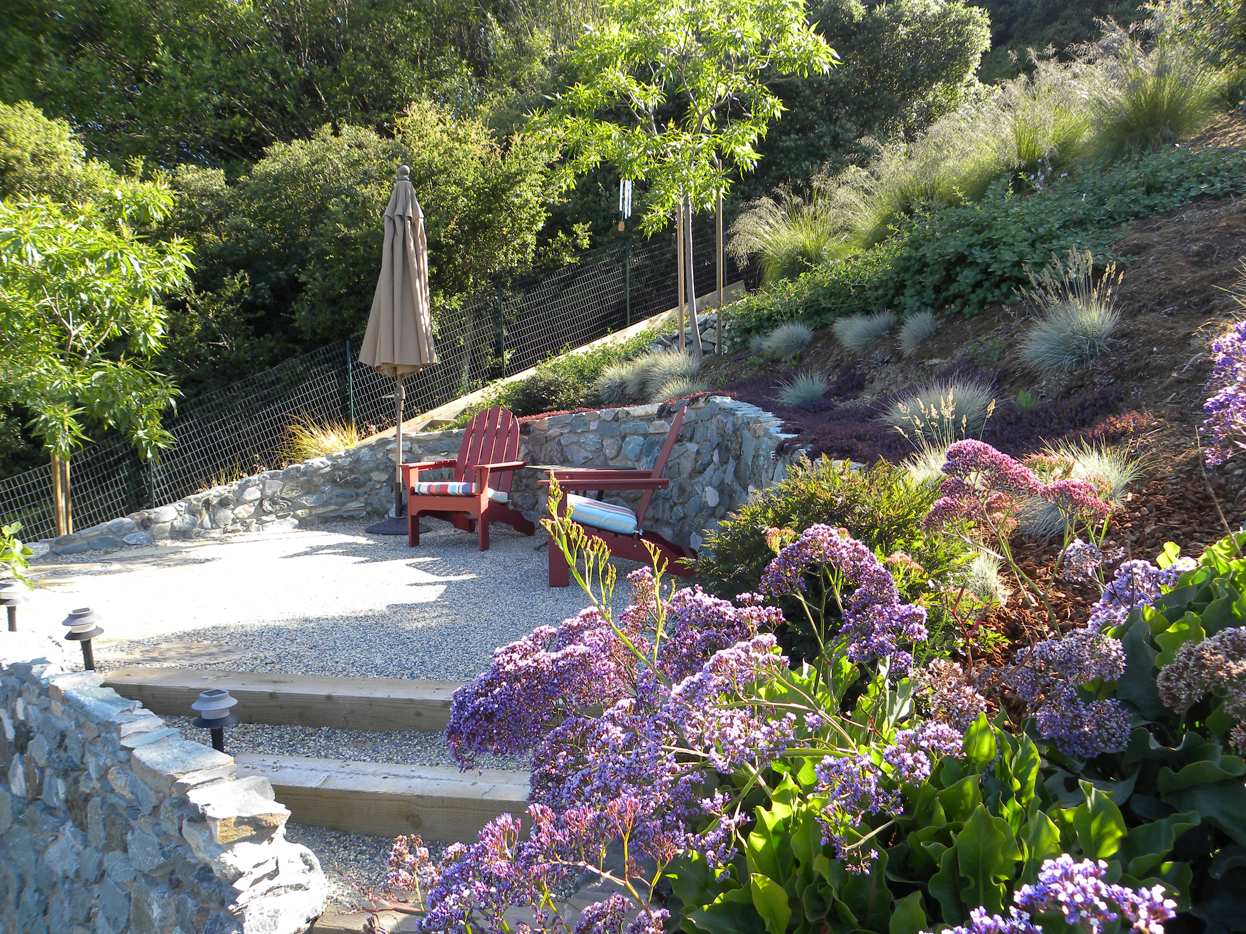 California gardens are only a Slice of Paradise | The ... on Decomposed Granite Backyard Ideas id=50111