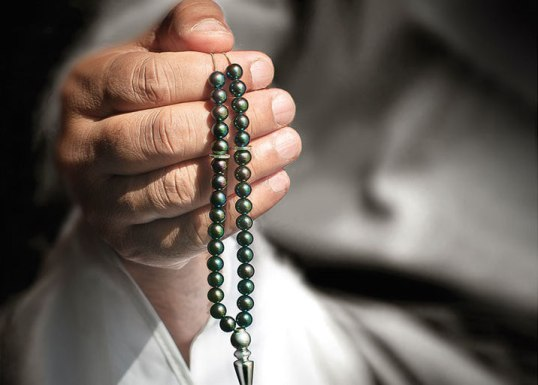 Islam-Prayer-Beads-Hand