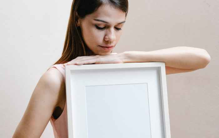 Woman holding empty frame @thehungoverwidow