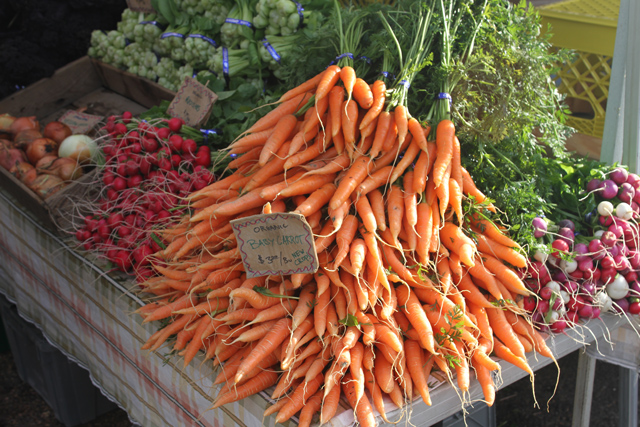 farmers-market-carrots-jason-price-seattle