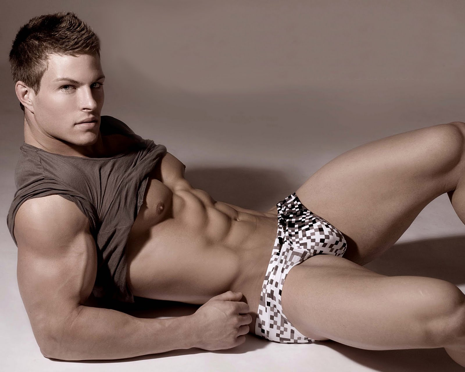 HUNK OF THE DAY – STEFAN GATT