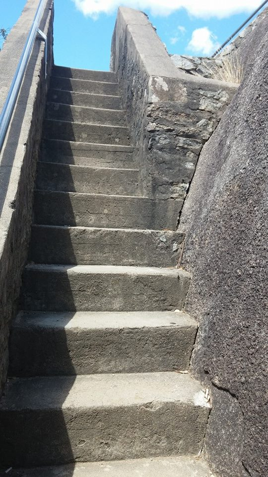 stairs up to moonbi lookout