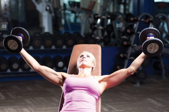 breast lifting exercise dumbbell fly