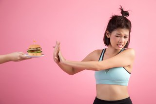 asian-women-refuse-fast-food-because-slimming-pink