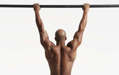 fit man doing hanging exercise