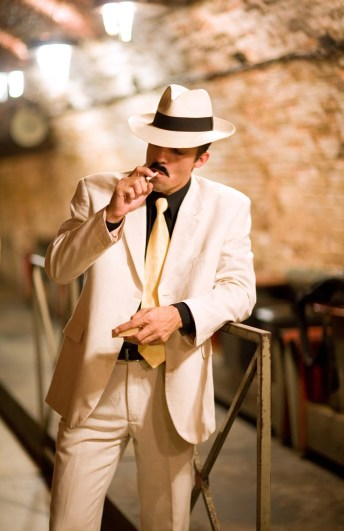 white summer hat with suit 1920s mens stylish outfit