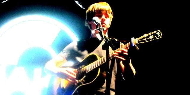 jake-bugg_claireb2_210714-front