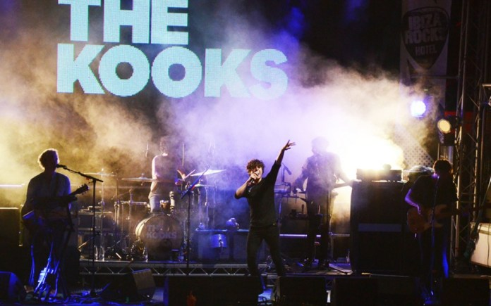 The-Kooks_150914_claireb3-Living-Photography