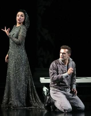 Ottavia (Anna Bonitatibus) makes Ottone (Max Cencic) an offer he can't refuse