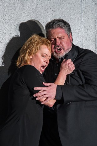 Isolde (Nina Stemme) and Tristan (Stephen Gould)