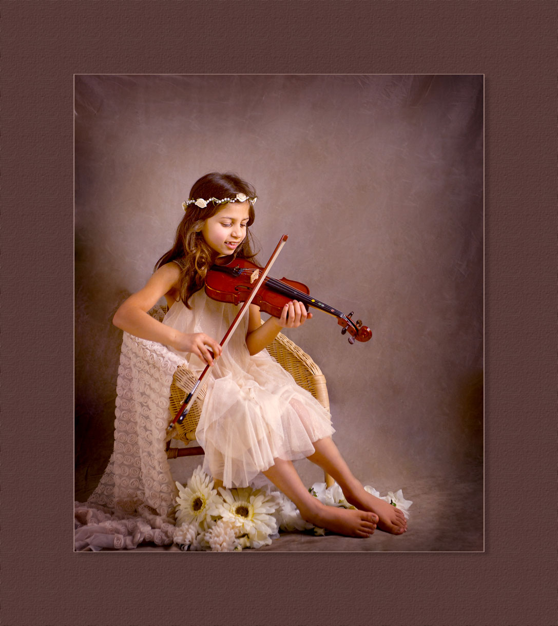 Girl with a violin vinatage style