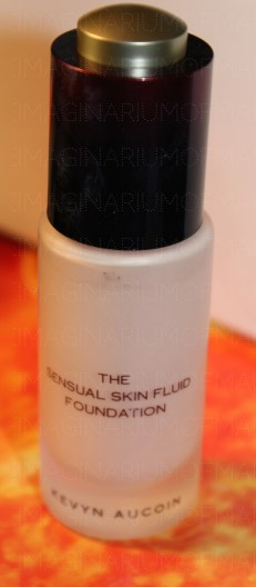 KEVIN AUCOIN THE SENSUAL SKIN FLUID FOUNDATION SF02 (90% left in box) - 35 USD