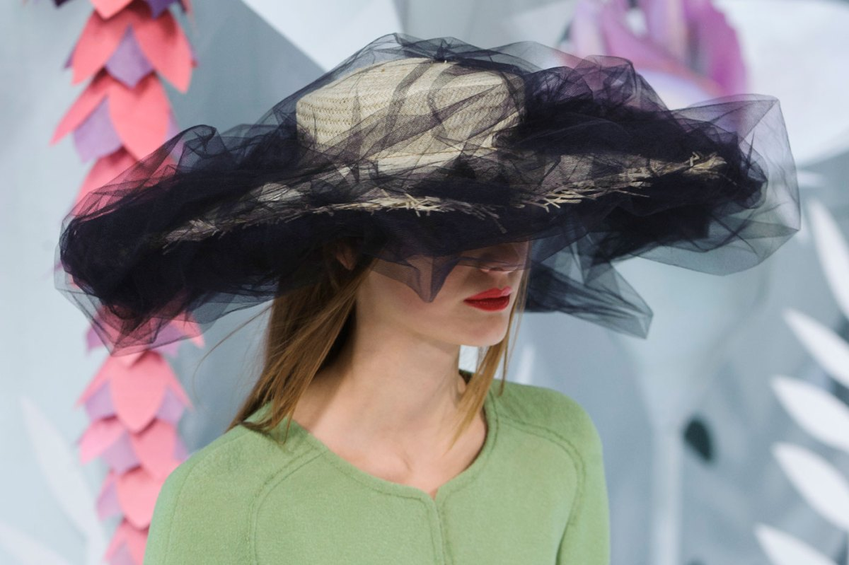 Chanel-fashion-runway-show-close-ups-haute-couture-paris-spring-summer-2015-the-impression-009