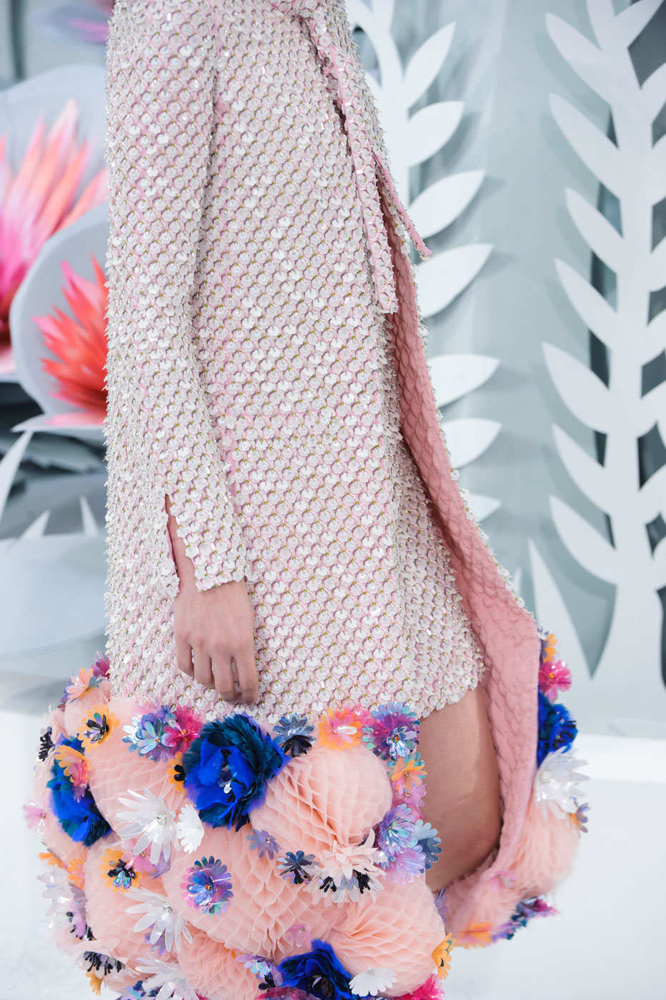 Chanel-fashion-runway-show-close-ups-haute-couture-paris-spring-summer-2015-the-impression-098