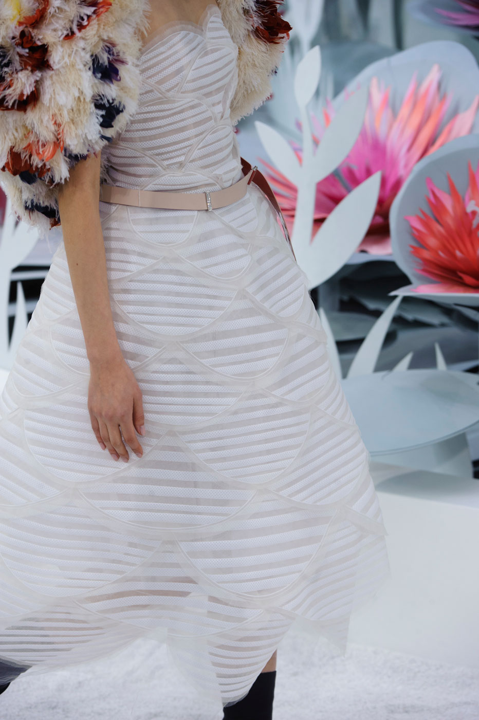 Chanel-fashion-runway-show-close-ups-haute-couture-paris-spring-summer-2015-the-impression-131