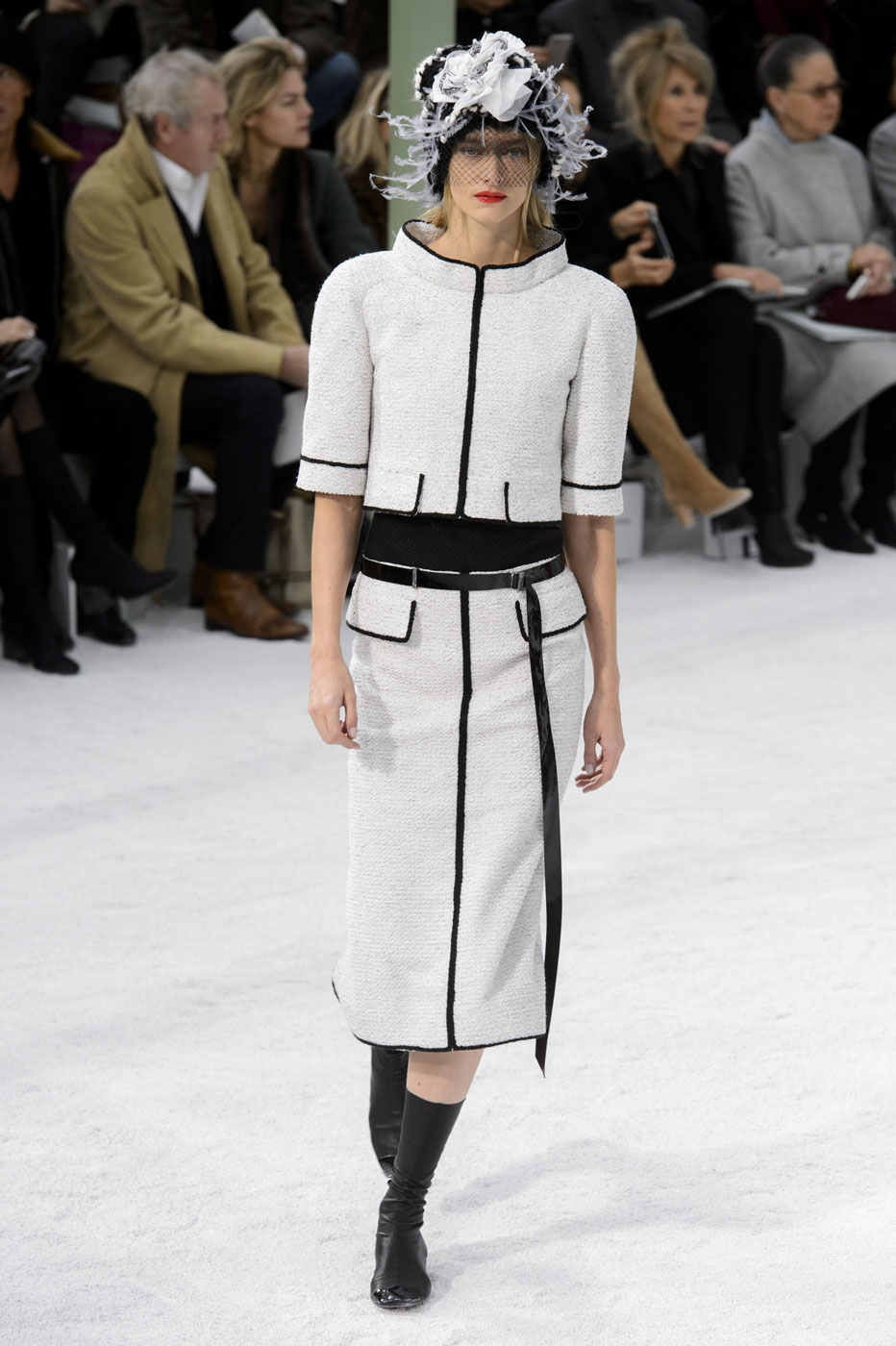 Chanel-fashion-runway-show-haute-couture-paris-spring-summer-2015-the-impression-029