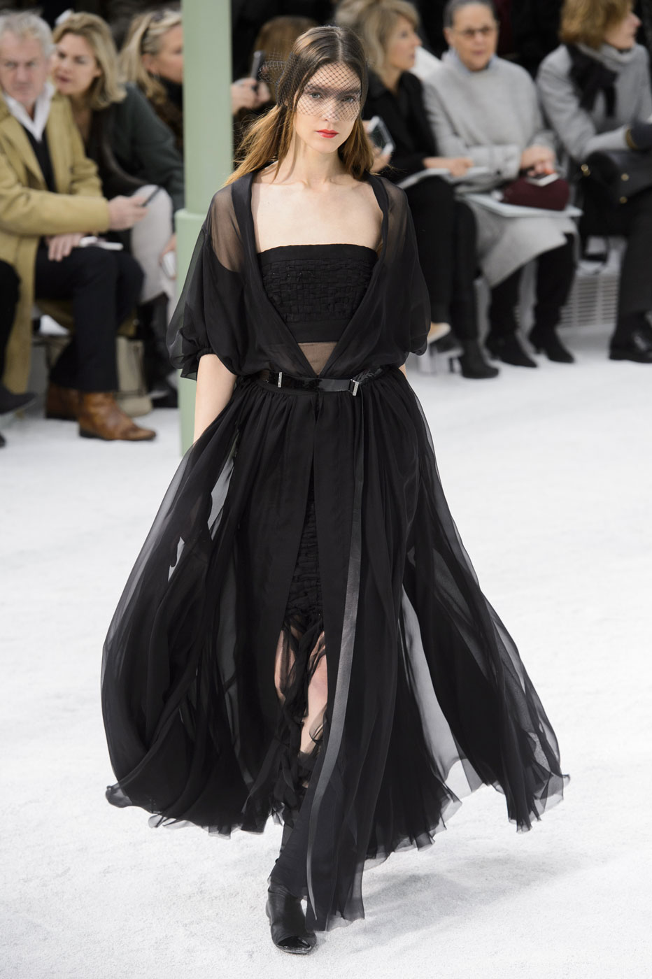 Chanel-fashion-runway-show-haute-couture-paris-spring-summer-2015-the-impression-075
