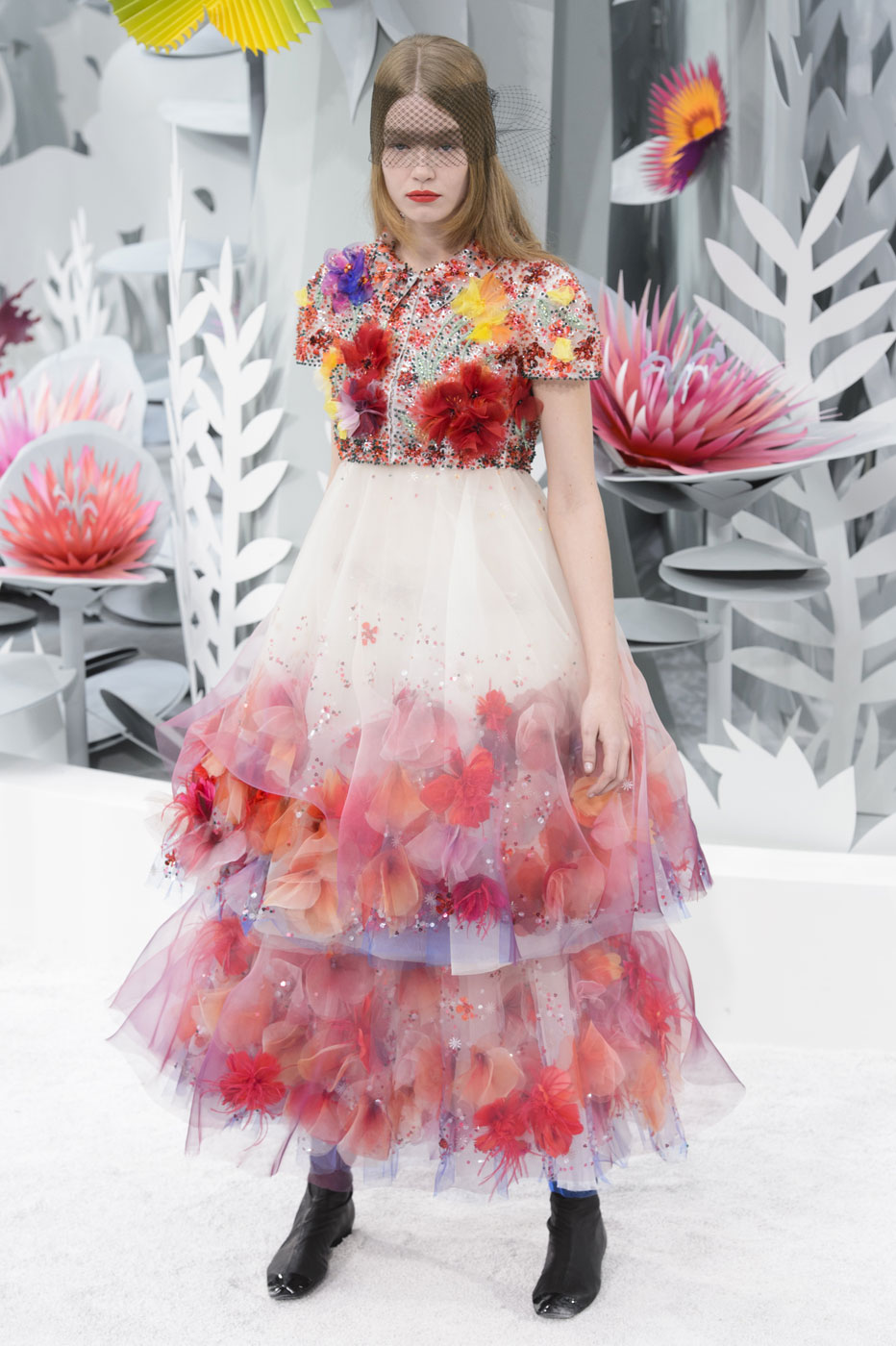 Chanel-fashion-runway-show-haute-couture-paris-spring-summer-2015-the-impression-099