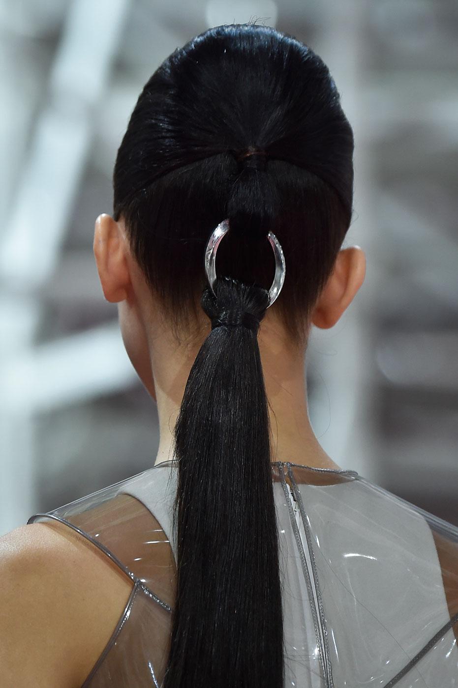 Christian-Dior-fashion-runway-show-close-ups-haute-couture-paris-spring-summer-2015-the-impression-008