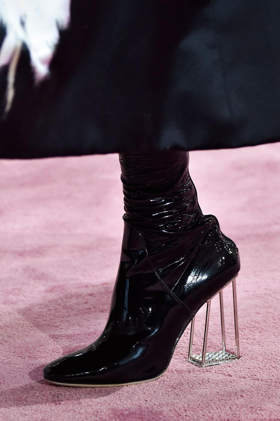 Christian-Dior-fashion-runway-show-close-ups-haute-couture-paris-spring-summer-2015-the-impression-159