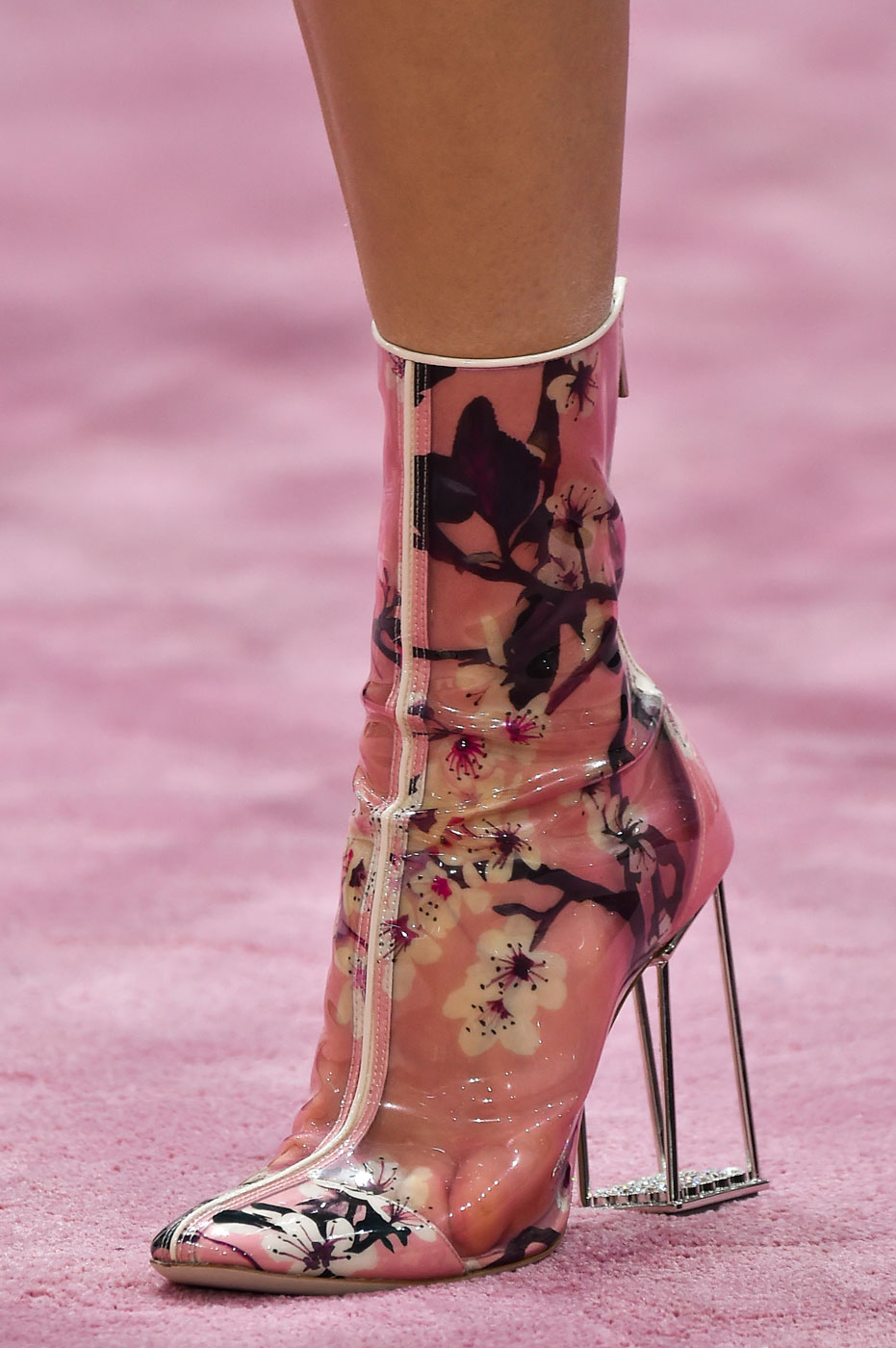 Christian-Dior-fashion-runway-show-close-ups-haute-couture-paris-spring-summer-2015-the-impression-163