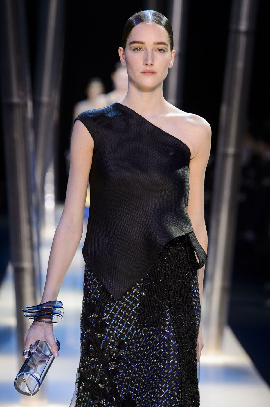 Giorgio-armani-Prive-fashion-runway-show-haute-couture-paris-spring-2015-the-impression-134