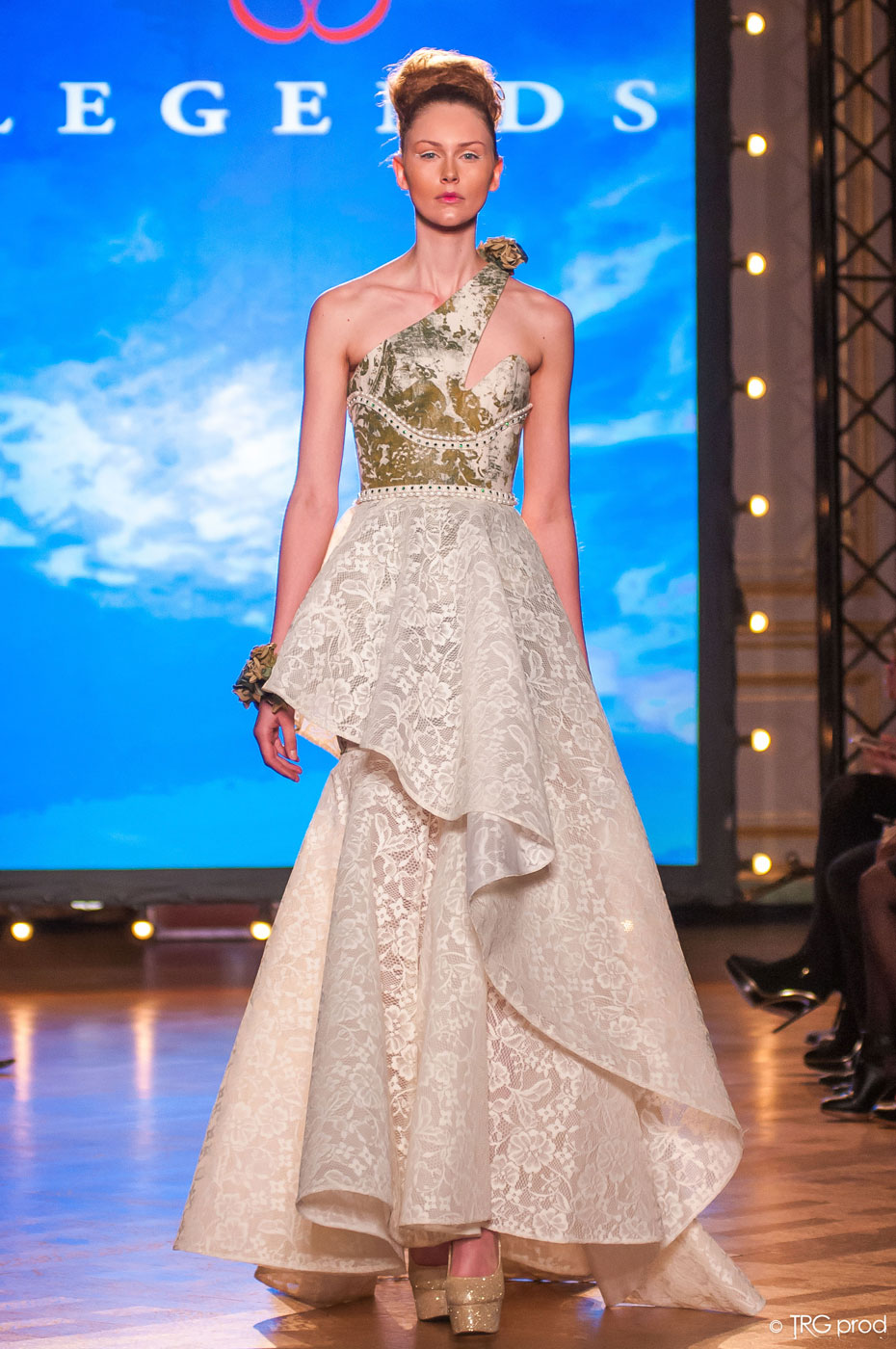 Legends-fashion-runway-show-haute-couture-paris-spring-2015-the-impression-10