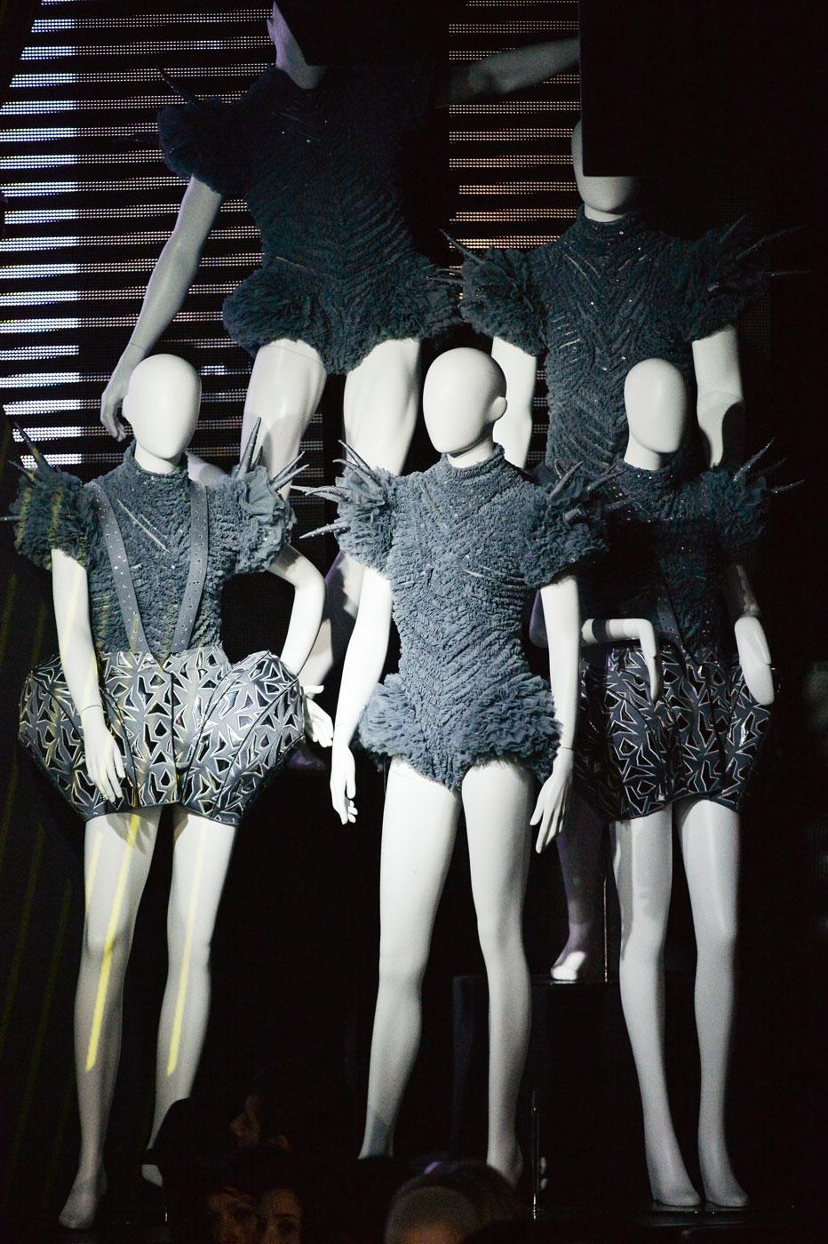 On-Aura-Tout-Vu-fashion-runway-show-haute-couture-paris-spring-summer-2015-the-impression-11