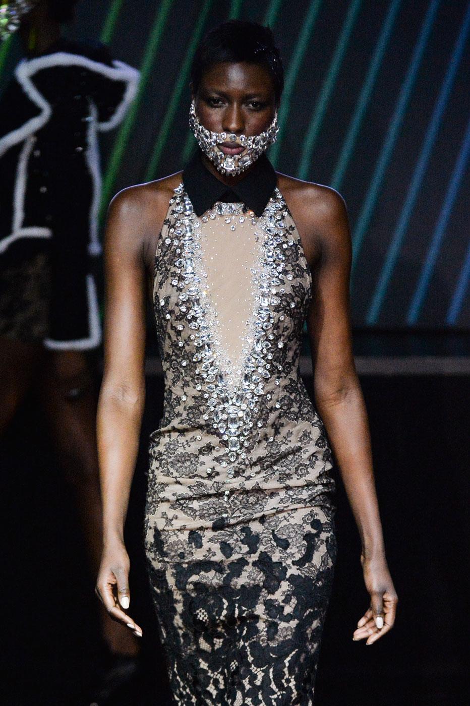 On-Aura-Tout-Vu-fashion-runway-show-haute-couture-paris-spring-summer-2015-the-impression-22