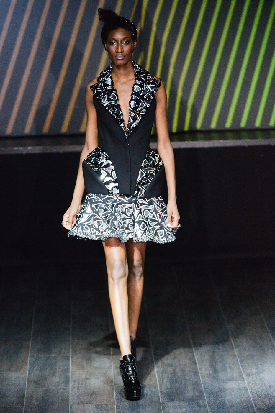 On-Aura-Tout-Vu-fashion-runway-show-haute-couture-paris-spring-summer-2015-the-impression-33