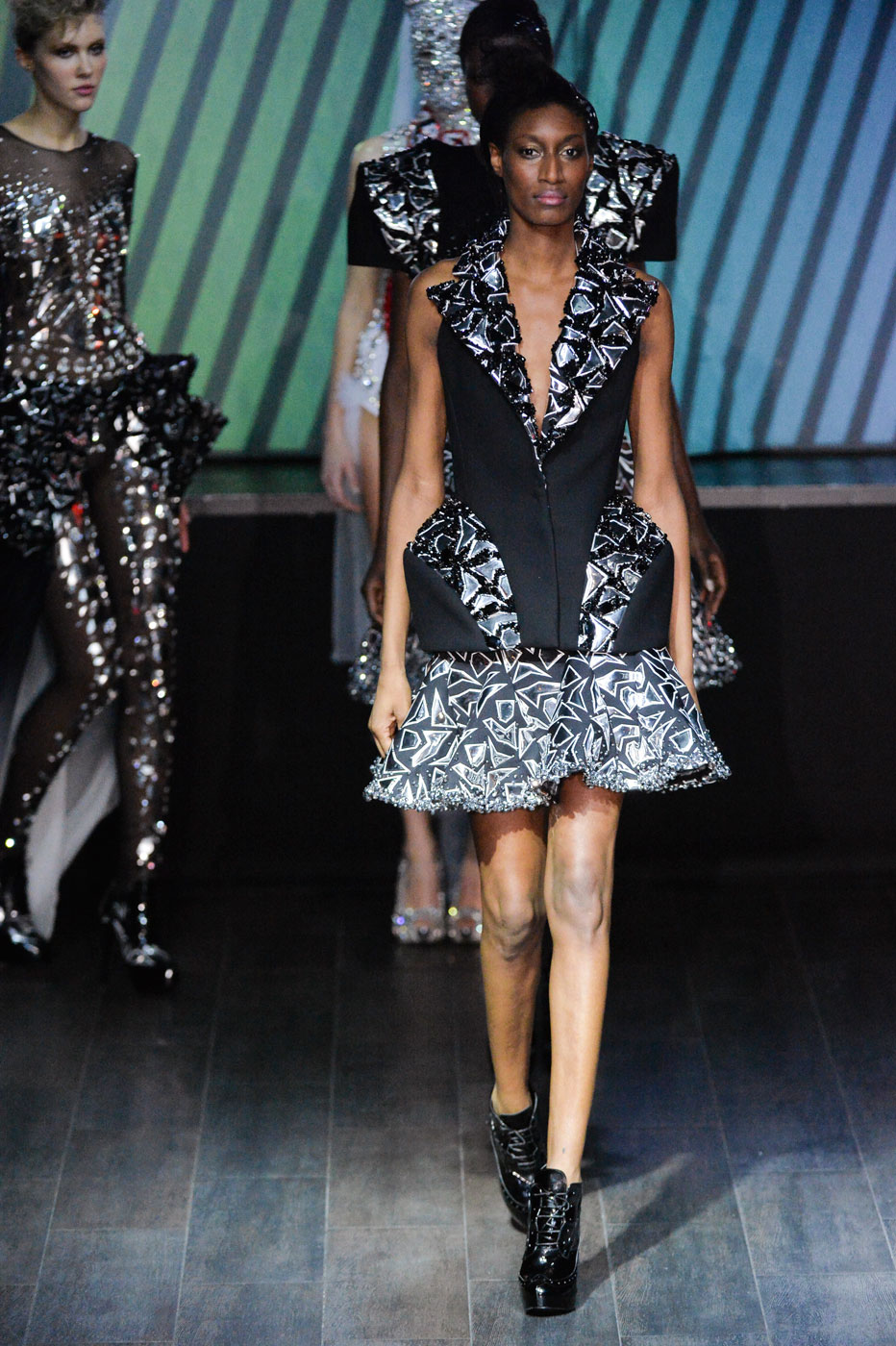 On-Aura-Tout-Vu-fashion-runway-show-haute-couture-paris-spring-summer-2015-the-impression-48