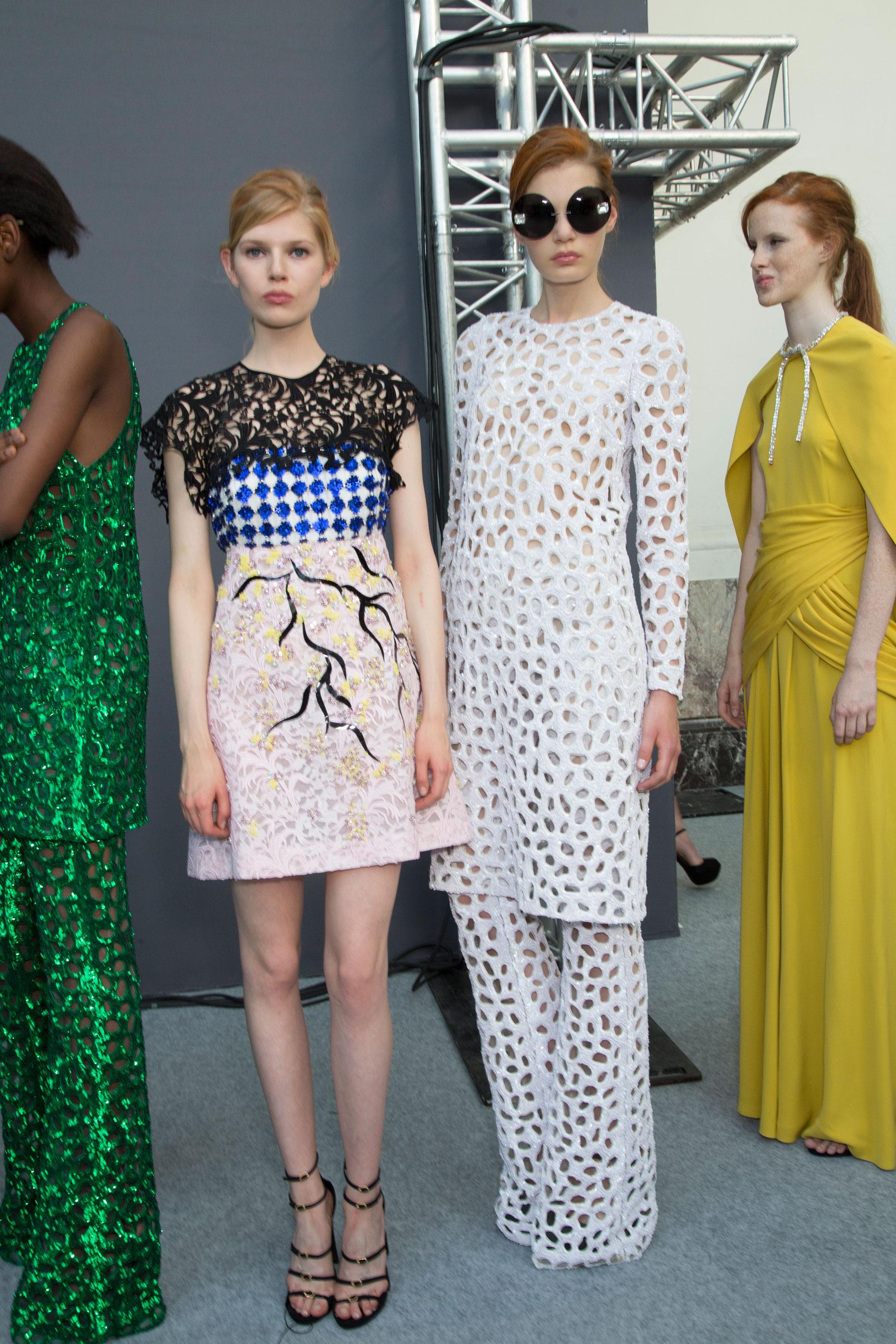 GIAMBATTISTA-VALLI-backstage-fall-2015-couture-the-impression-071